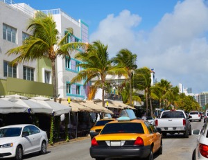 60127246-miami-beach-ocean-boulevard-art-deco-district-in-florida-usa-yellow-cab